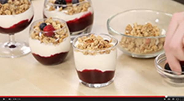 Yogurt sundae with berries